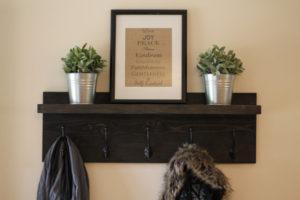 Rustic Wooden Entryway 5-hook Coat Rack with shelf