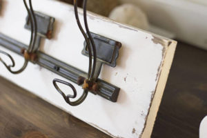 Lovely rustic wall mount rustic coat rack with 5 hooks